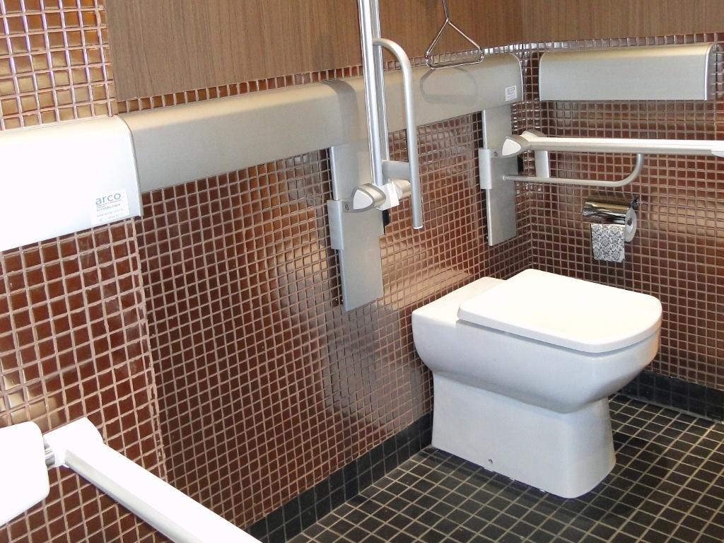 segura : 10 dicas de decoração para o apartamento de um idoso  #674335 1024x768 Banco Para Banheiro De Idoso